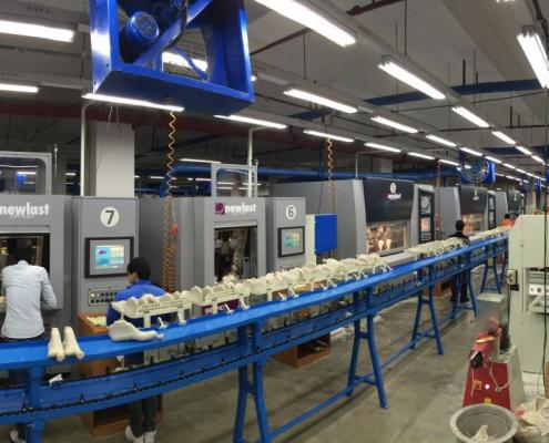 Macchine lavorazione forma Newlast nel Formificio Stella