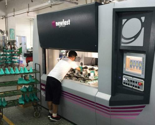 Produzione di forme per calzature con SDMC4 - Yin Hwa